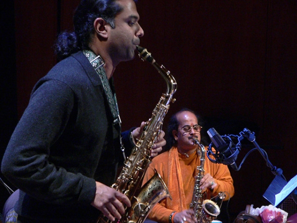 Rudresh Mahanthappa (L) and Kadri Gopalnath perform at Asia Society in New York in November 2007. (La Frances Hui/Asia Society)
