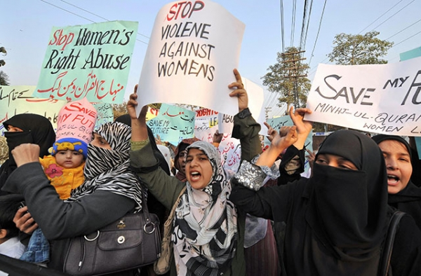 "Protestors speak out against ""honor killings"" of women in Lahore, Pakistan on November 21, 2008. (Arif Ali/AFP/Getty Images)"