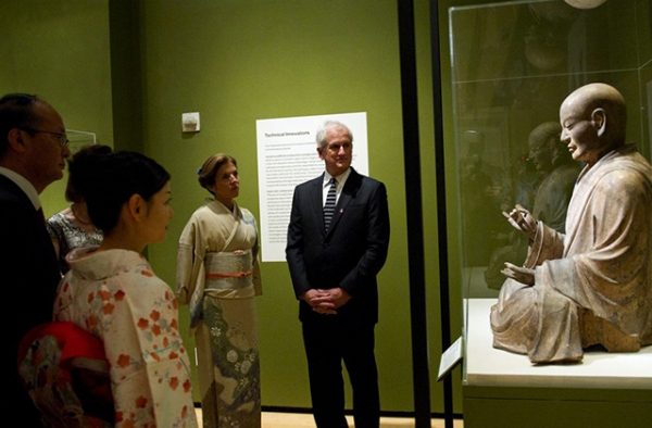 The U.S. Ambassador to Japan Caroline Kennedy and her husband Edwin Schlossberg view The Shinto Deity Hachiman in the Guise of a Buddhist Monk, on loan from the Museum of Fine Arts, Boston, at the opening of the Asia Society Museum exhibition Kamakura: Realism and Spirituality in the Sculpture of Japan, February 2016. (Elena Olivo/Asia Society)