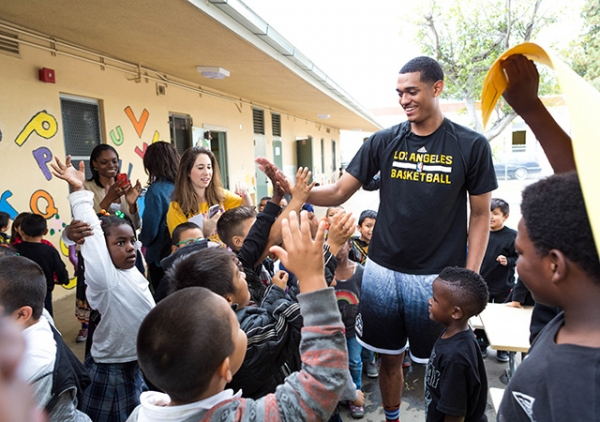 NBA player Jordan Clarkson spends his time interacting with the diverse Los Angeles community. (The Alliance for a Healthier Generation/Sarah M. Golonka)