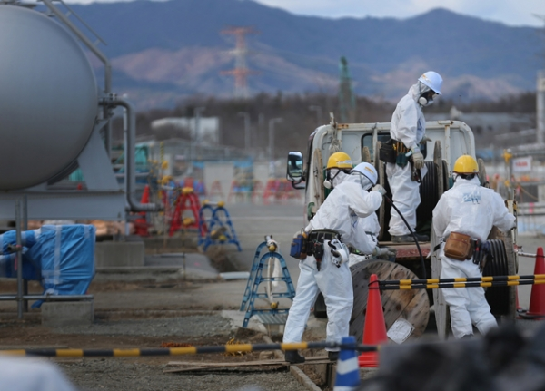 Workers continue the decontamination and reconstruction process at the Tokyo Electric Power Co.'s embattled Fukushima Daiichi nuclear power plant on February 25, 2016 in Okuma, Japan. (Christopher Furlong/Getty Images)