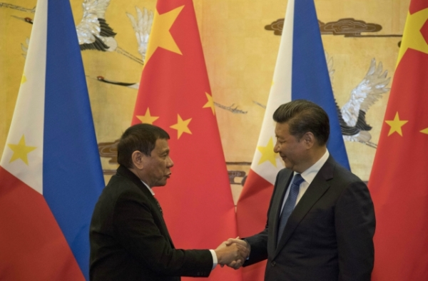 Philippine President Rodrigo Duterte (L) and Chinese President Xi Jinping (R) shakes hands after a signing ceremony on October 20, 2016 in Beijing, China. (Ng Han Guan-Pool/Getty Images)