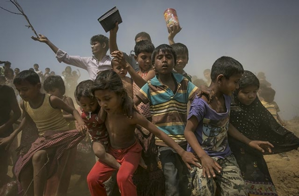 Rohingya refugees run to the crew of the Nautical Aliya as they provide relief supplies at the Balu Khali Rohingya refugee camp on February 15, 2017 in Chittagong, Bangladesh. (Allison Joyce/Getty Images)