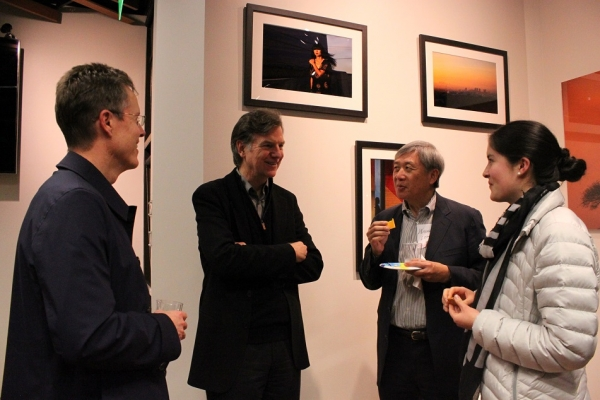Rob Cox, member of the ASNC Advisory Board, chats with other guests after the event. (Asia Society)