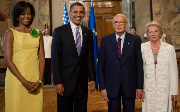 Wearing Jason Wu while meeting with Italian President Giorgio Napolitano and First Lady Clio on July 8, 2009 at the Italian presidential palace in Rome. (Saul Loeb/AFP/Getty Images)