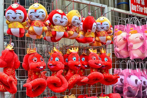 Since 2013 is the year of the snake, stalls are selling all types of snaky toys in Chinatown, Singapore on January 15, 2013. (chooyutshing/flickr)