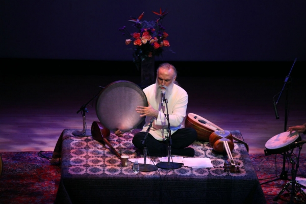 Davod Azad performs at Asia Society New York on Jan. 31, 2015. (Ellen Wallop/Asia Society)