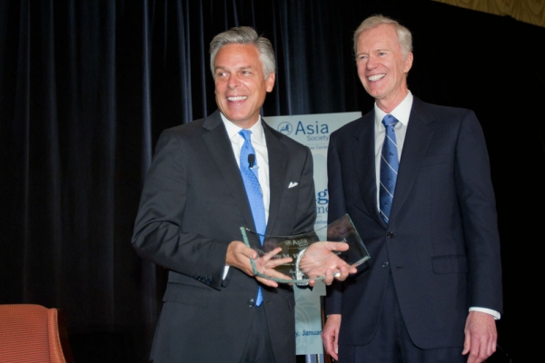 Jon Huntsman is presented with the 2012 Roy M. Huffington Award for International Understanding by the Honorable Michael Huffington. (Richard Carson)
