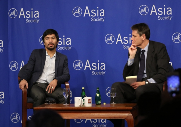 Manny Pacquiao (L) speaks with Asia Society Executive Vice President Tom Nagorski (R) at an Asia Society press conference on Monday, October 12.
