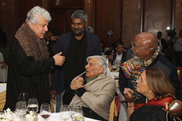 Krishen Khanna and supporters at 2017 Asia Arts Awards India
