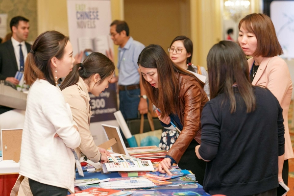 2018 National Chinese Language Conference participants chat in the conference exhibit hall