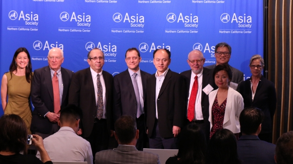 All panelists pose for a group photo. (Kevin Kunze/Asia Society)