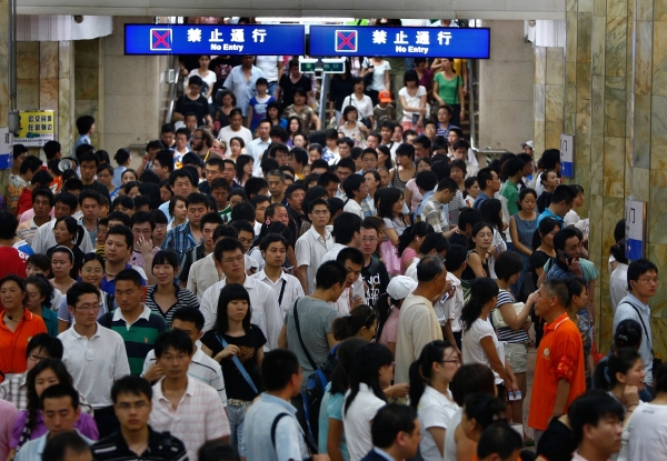A crowd fills a crowded station in Beijing