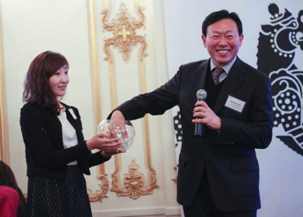 The Korea Center's co-chairman Dong-Bin Shin (R) draws raffle winners.