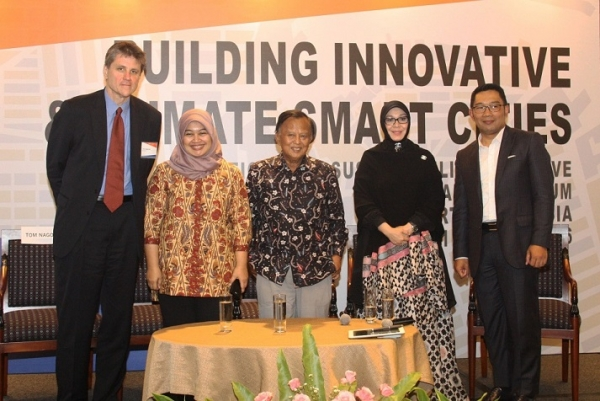 Asia Society's Pacific Cities Sustainability Initiative (PCSI) Forum was held from May 31-June 2 in Jakarta, Indonesia. The Forum's opening session was a panel discussion with Indonesian regional mayors. (Asia Society)