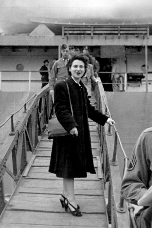 Gordon leaving Japan in 1947.
