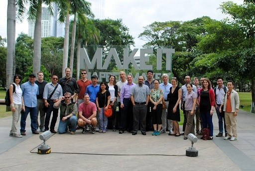 Participants at the Ayala Triangle mobile workshop (Asia Society)