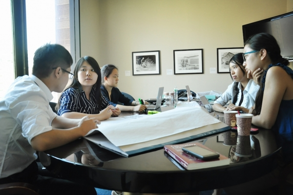"The Young Scholars brainstorm during the first ""Innovation Hub."" These gatherings serve as an opportunity for the scholars to discuss, synthesize, and apply their observations in order to devise an actionable social innovation project in China. (Zhangbolong Liu & Zhu Xi/Asia Society)"