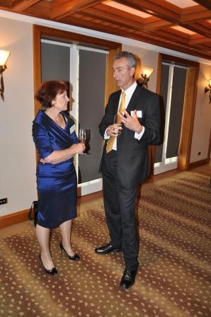 Debra Hazelton, Mizuho Corporate Bank and Asia Society Australia Board Member (L), with Brett McDougall, Philippine Airlines.