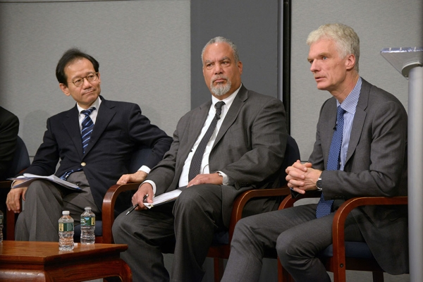 Members of the panel discussion. From left: Suzuki Kan, Tony Jackson (moderator), and Andreas Schleicher. (Elsa Ruiz/Asia Society)