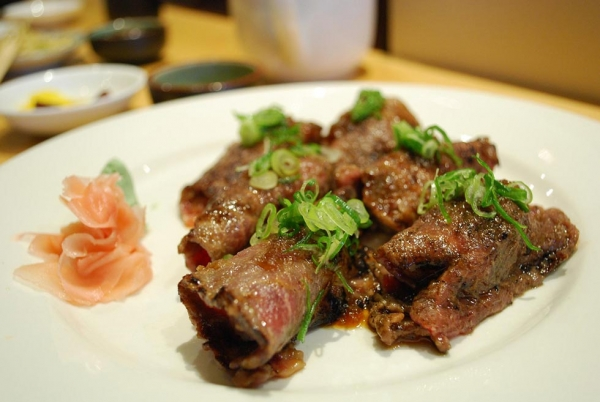 Wagyu Yakiniku Rolls (Photo by Alpha/flickr)