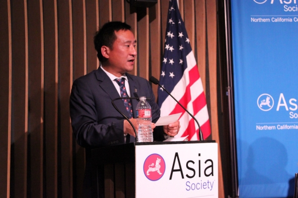 Frank Wu of UC Hastings and Committee of 100 moderated the event including questions from the audience. (Yiwen Zhang/Asia Society)