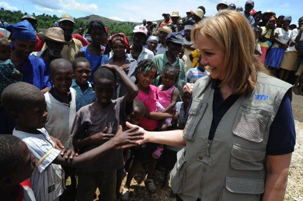 Josette Sheeran meets with locals in Port-au-Prince, Haiti, in May 2010. (WFP/Alejandro Chicheri)