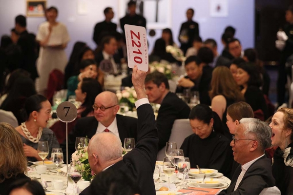 Guests bidding on artwork during the auction at the 2017 Asia Arts Awards Hong Kong.