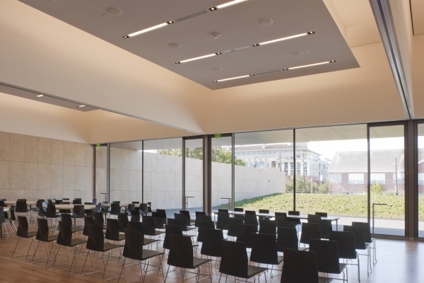 The Edward Rudge Allen III Education Center seats 200 banquet style and looks out onto the Chao Foundation Green Garden. Movable walls allow the space to be divided into as many as three classrooms. (Paul Hester)