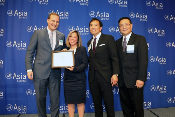 Christina Altomare (L2) on behalf of IBM receives the award for Best Practice Company in Retention. (Ellen Wallop/Asia Society)