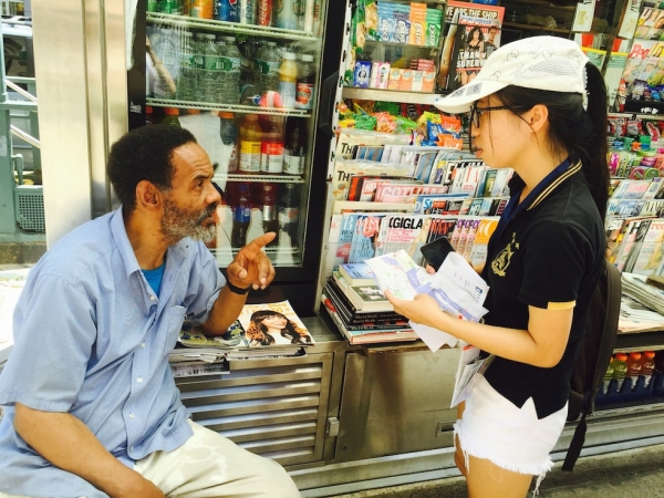 Young Scholar Liang Qiqi (right) asks a street vendor (left) for directions during the New York City Scavenger Hunt. (Zhangbolong Liu & Zhu Xi/New York)