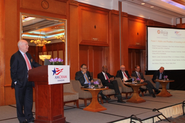 Robert Theleen, Vice Chair of AmCham Shanghai, moderated the conference's first panel. (Photo: Asia Society)