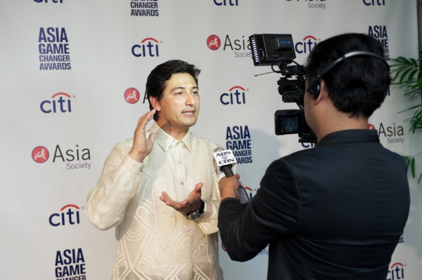 Game Changer Illac Diaz talks to Filipino media. (Ann Billingsley/Asia Society)