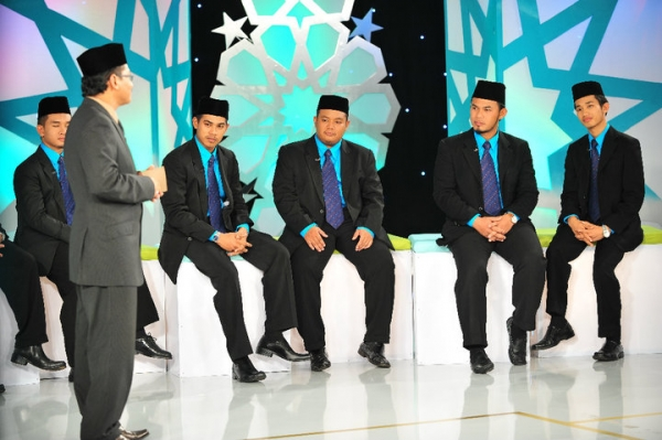 "Contestants gather on the set of ""Imam Muda"" (Imam Muda/Facebook)"