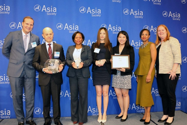 Manolet Dayrit (L2) on behalf of KPMG receives the award for Overall Best Employer for APAs. (Ellen Wallop/Asia Society)