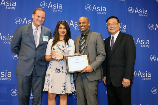 Apoorva Gandhi (L3) on behalf of Marriott receives the award for Distinguished Performance: Best Employer for Promoting Asian Pacific American Women. (Ellen Wallop/Asia Society)