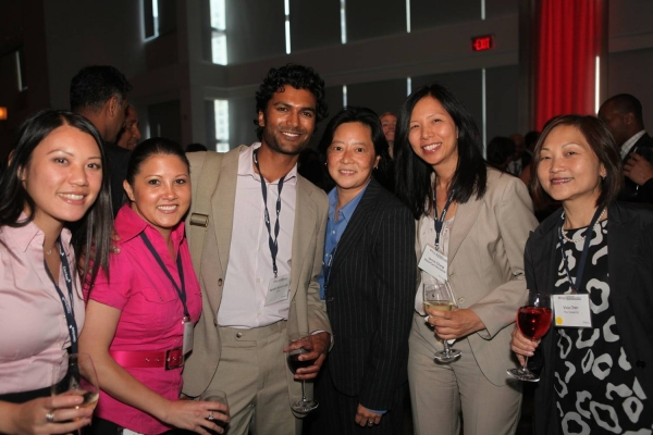 Sendhil Ramamurthy with Forum delegates