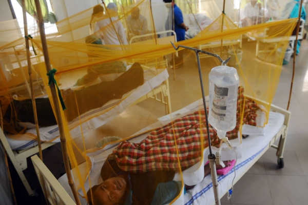 Pakistani patients affected with dengue fever lie on beds in a ward at the hospital in Lahore on September 7, 2011. (Arif Ali/AFP/Getty Images)