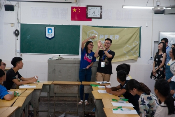 Together with members of the PEER team, Young Scholar Dai Gaole lead a workshop in Jianghua, China. (Hong Chenchen & Wang Zijia)