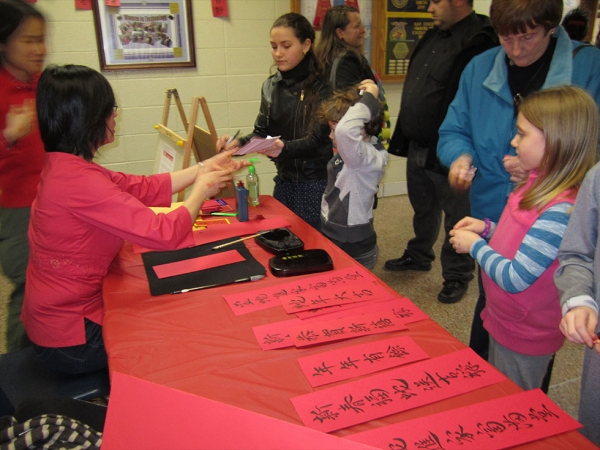 Art is taught in Chinese for elementary school students, and calligraphy is taught along with other art forms.