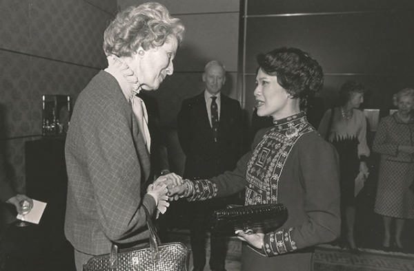 Thai Queen Sirikit meets Blanchette Rockefeller at Asia Society. (Robert Glick)