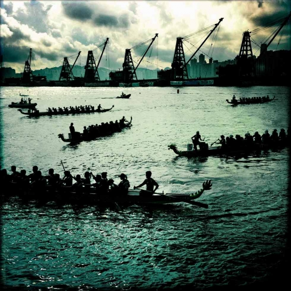 A dragon boat race in Victoria Harbor. (Palani Mohan)