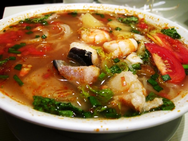 Hot and Sour Soup with Prawns and Pineapple (Photo by  Roslyn/flickr)