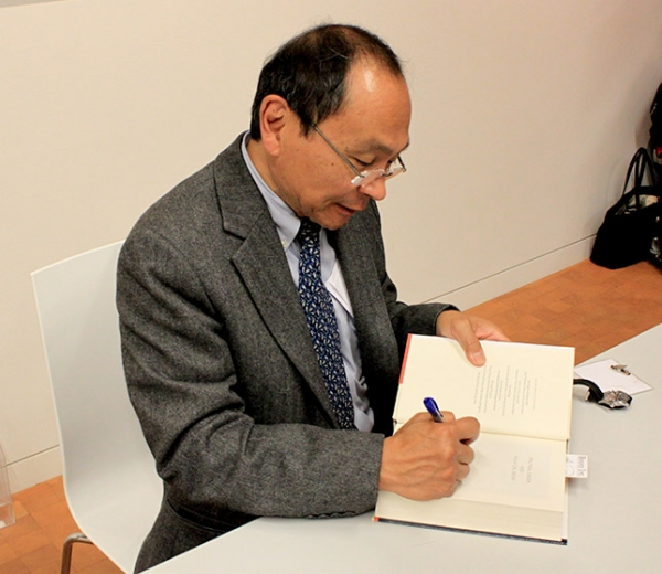 Francis Fukuyama signed copies of his new book at the event (Asia Society)