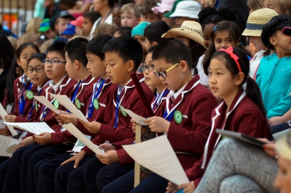 Wuning Road students are welcomed to XinXing. (Danny Frost)