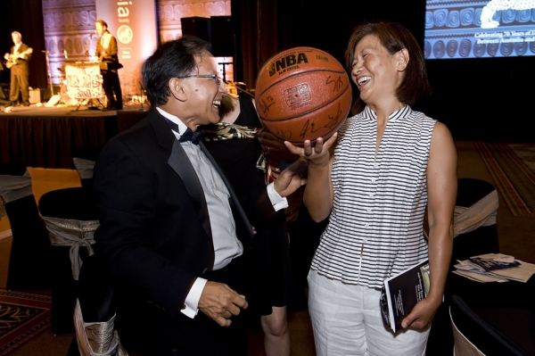 Two guests were more than happy to walk away with a basketball signed by Yao Ming at the evening's big board auction. (Jeff Fantich Photography)