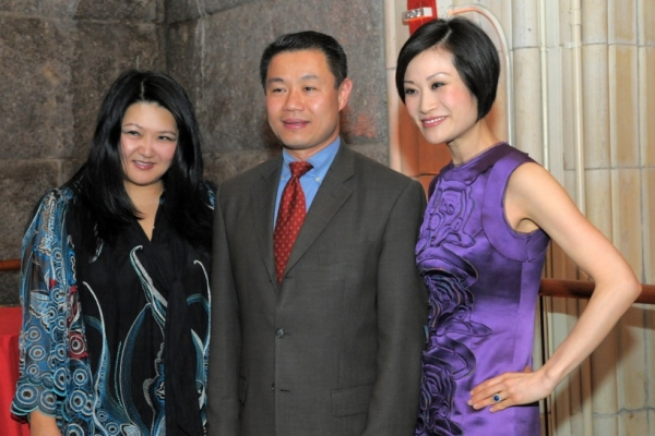 New York City Comptroller John Liu (C) with Steering Committee Co-Chairs Susan Shin (L) and Ida Liu (R). (Elsa Ruiz/Asia Society)