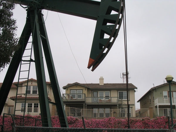 Oil and homes. Signal Hill, California. (Evan G/Flickr)
