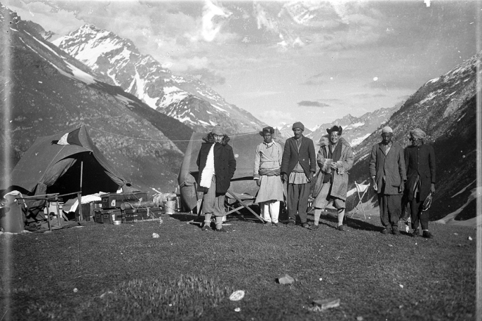 Eugenio Ghersi, Giuseppe Tucci, and members of the expedition in an unidentified location, Western Tibet. (Anonymous, 1933; Neg. dep. 6089/05. Courtesy of Istituto Italiano per l'Africa e l'Oriente (Is.I.A.O.) in l.c.a. and Ministero Degli Affari Esteri e della Cooperazione Internazionale.)