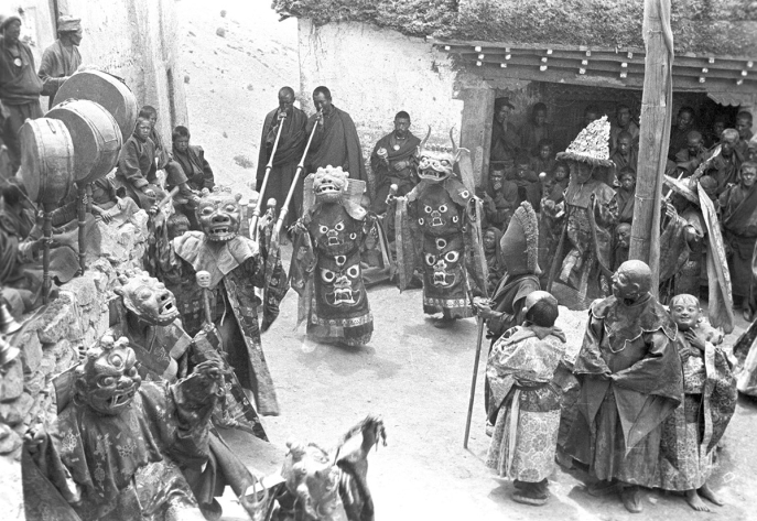 Monastic dance at Kyi, Spiti, India. (Eugenio Ghersi, 1933; Neg. dep. 6079/6. Courtesy of Istituto Italiano per l'Africa e l'Oriente (Is.I.A.O.) in l.c.a. and Ministero Degli Affari Esteri e della Cooperazione Internazionale)